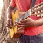 Apprendre la guitare et commencer enfin à jouer!