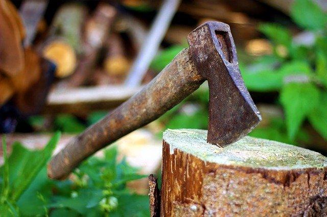 Hâche - fendre du bois