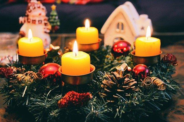 Christmas Garland Celebrate - xsonicchaos / Pixabay