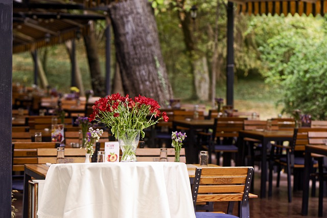 Terrace Restaurant The Tables - MirceaIancu / Pixabay